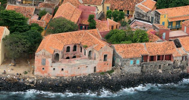 Une partie de l'île de Gorée plongée dans le noir depuis la fameuse houle