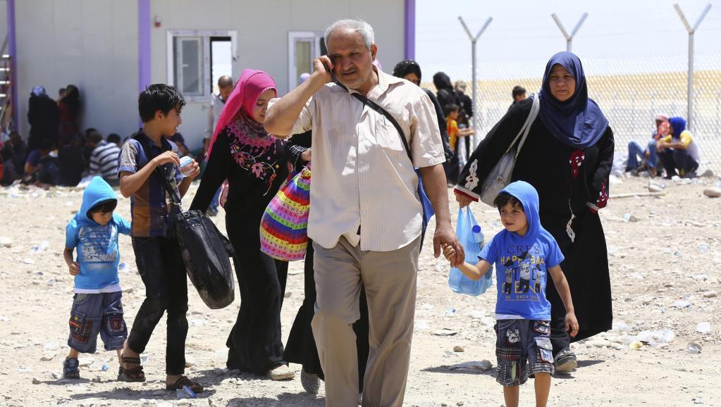 Une famille irakienne de Mossoul arrive à Erbil, la capitale de la région irakienne du Kurdistan, le 10 juin 2014. REUTERS/Stringer