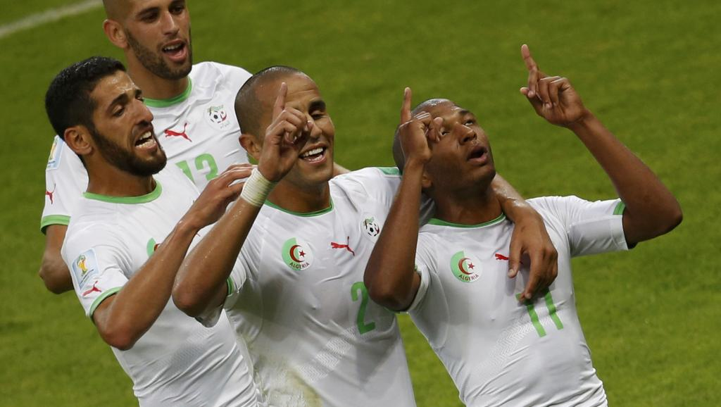 C'est la fête pour Islam Slimani, Rafik Halliche, Madjid Bougherra et Yacine Brahimi qui ont marqué la victoire face à la Corée du Sud de leur empriente. REUTERS/Marko Djurica