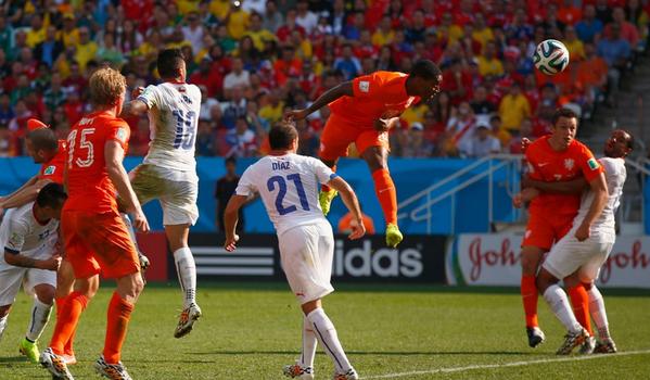 CDM 2014- Pays-Bas - Chili (2-0) : Fer (77emn), Menphis Depay  (90e+2), coaching gagnant de Van Gaal, les Oranges 1er du Groupe B