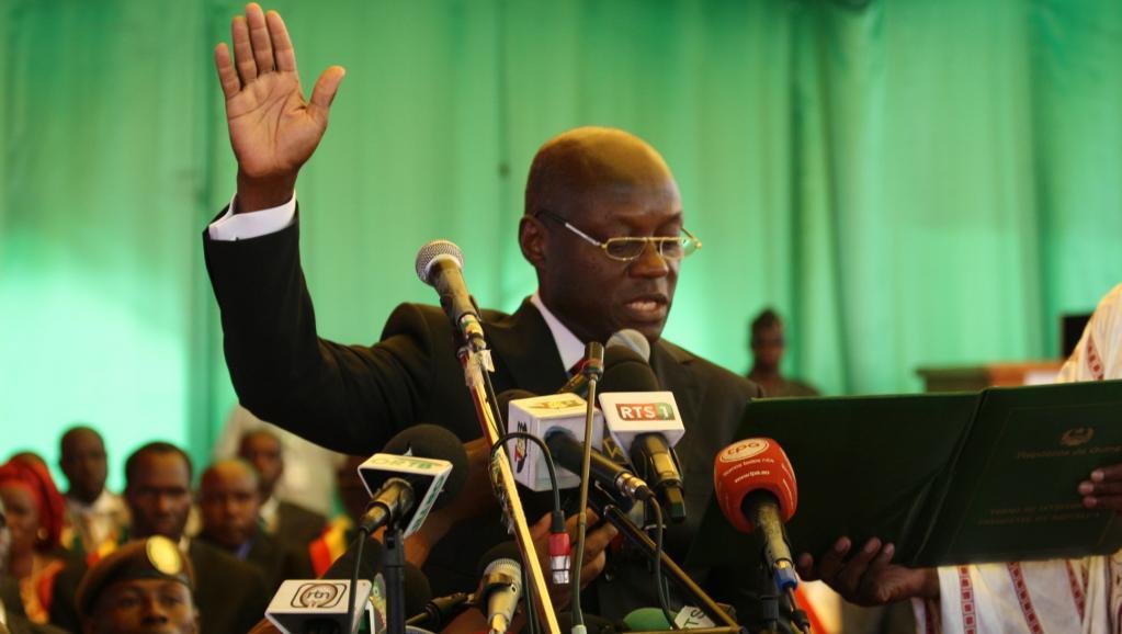 Cérémonie d'investiture du nouveau président de Guinée-Bissau José Mário Vaz, dans un stade de la capitale, le 23 juin 2014.