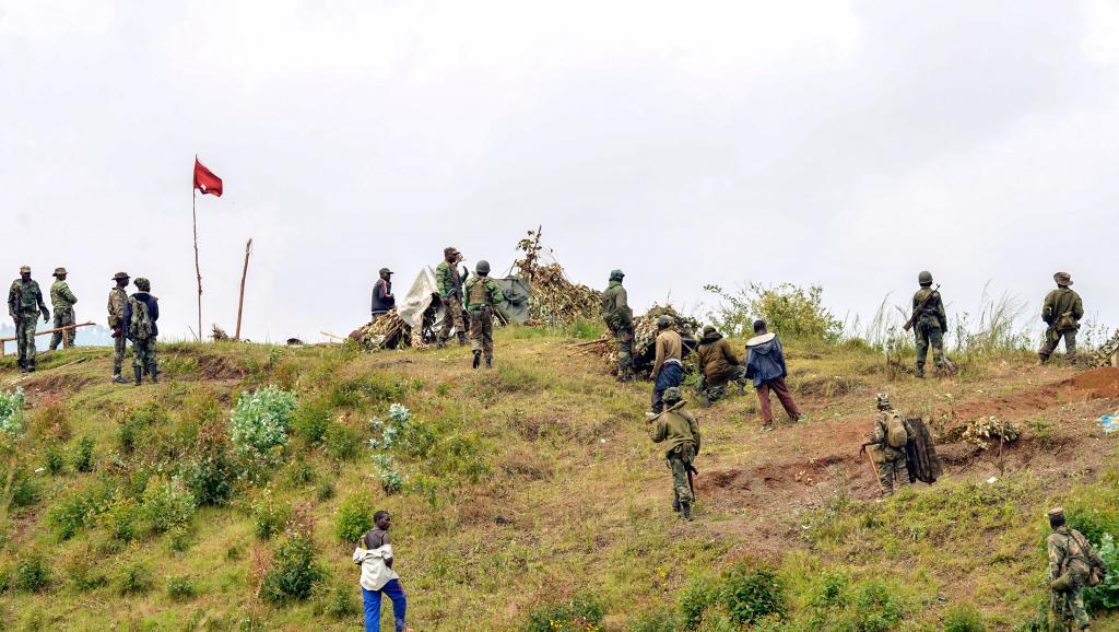 Des soldats de la République démocratique du Congo à la frontière avec le Rwanda, à Kibumba, le 15 juin 2014.