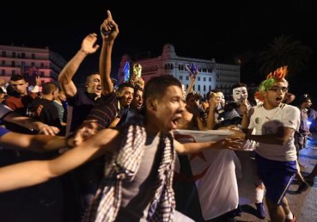 Algérie: 2 supporteurs morts et 31 blessés lors des manifestations de liesse