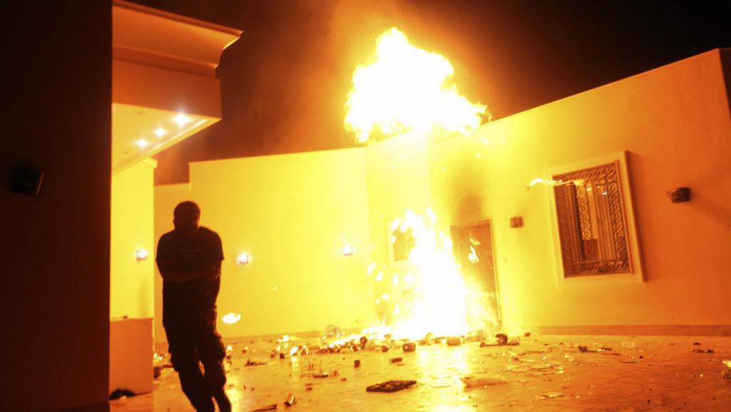Les manifestants ont attaqué le consulat américain à Benghazi, avant d'y mettre le feu, le 11 septembre 2012.