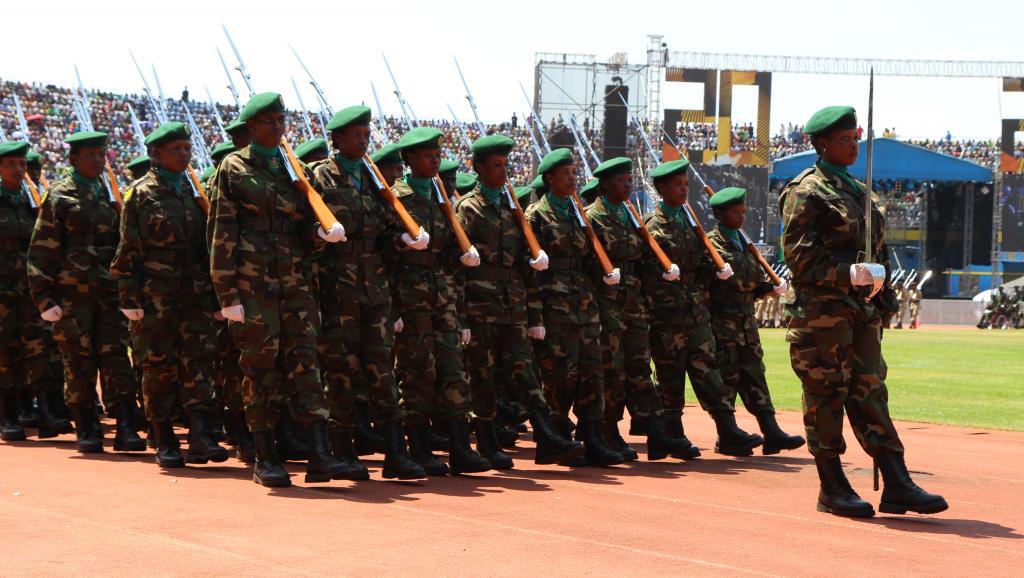 Défilé militaire lors de la cérémonie de la libération. A Kigali, le 4 juillet 2014. RFI/Stéphanie Aglietti