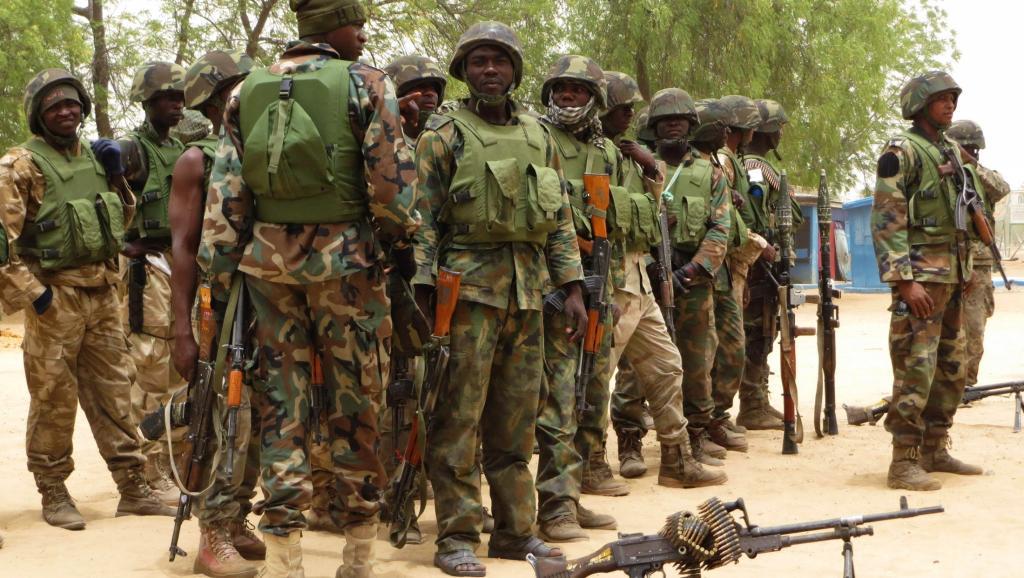 Des soldats nigérians dans le village de Baga, à la périphérie de Maiduguri, dans l'Etat de Borno. REUTERS/Tim Cocks