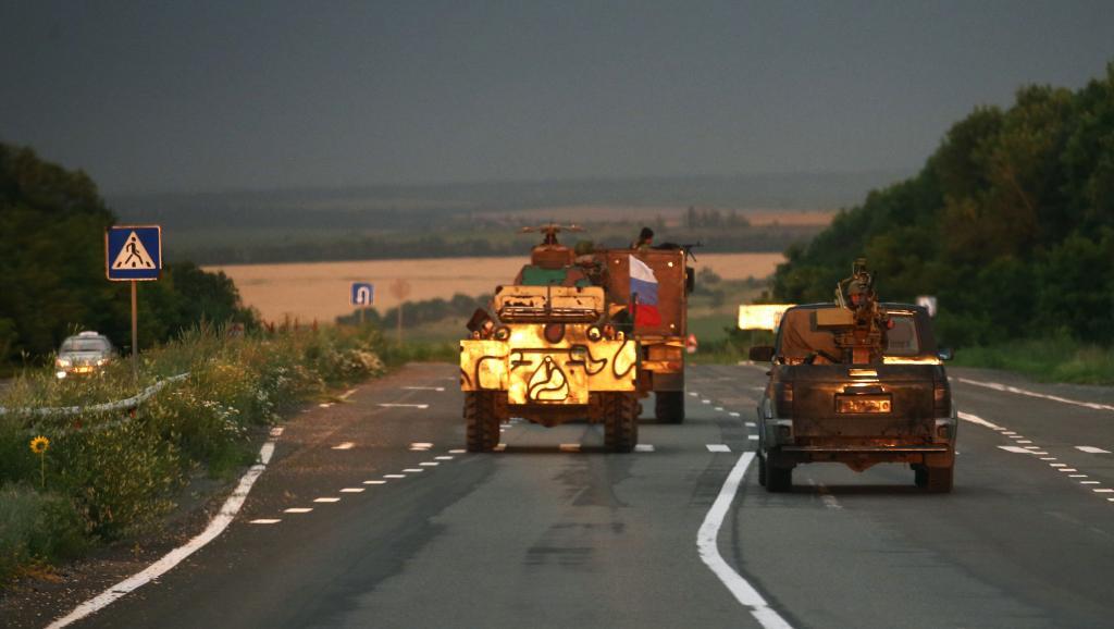 Un convoi de séparatistes pro-Russes sur la route près de la ville ukrainienne de Donetsk, le 5 juillet 2014. REUTERS/Maxim Zmeyev