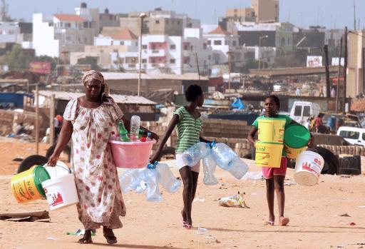 Pénurie d'eau : le liquide précieux se fait rare à Dakar, la Sones s'explique