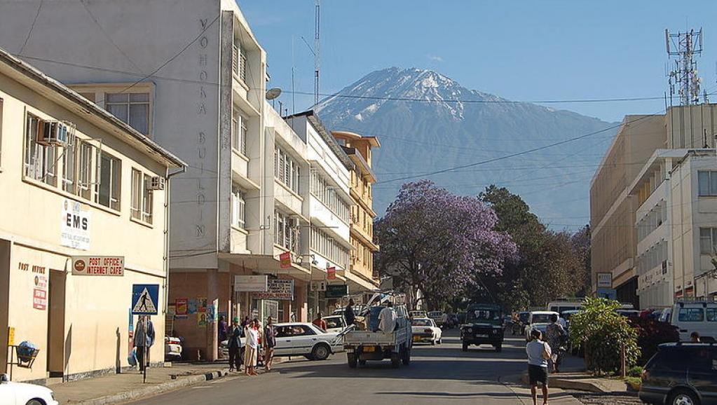 Rue d'Arusha, en Tanzanie. Wikimedia