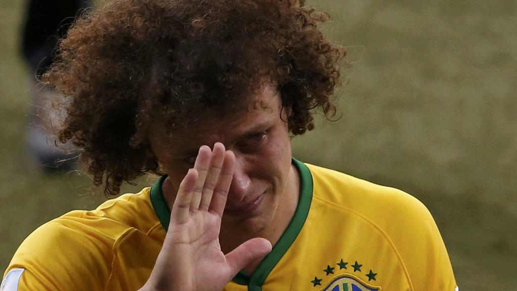 David Luiz en larmes à l'issue de la lourde défaite du Brésil en demi-finale face à l'Allemagne. REUTERS/David Gray