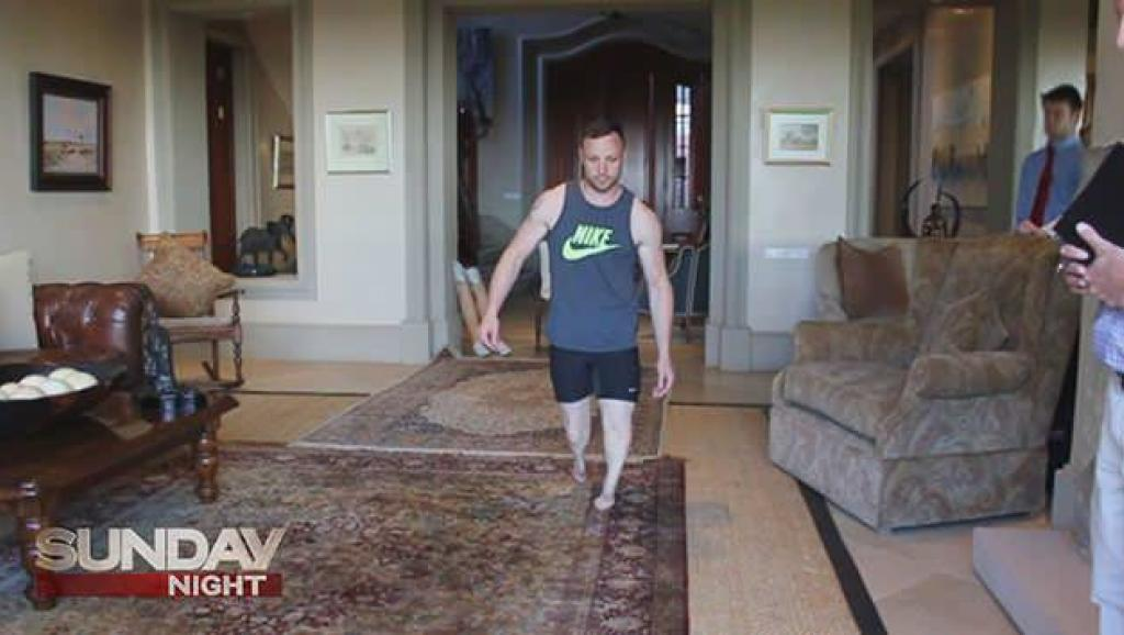 Une télévision australienne a diffusé les images d'une reconstitution vidéo de la nuit du meurtre. Pistorius y joue son propre rôle. Capture écran Channel 7