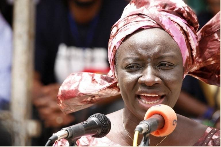 Mme Aminata TOURE : encore faudra-t-il choisir entre la population et le peuple