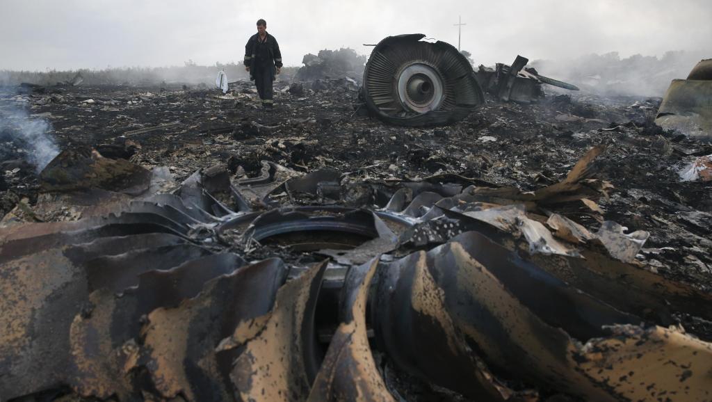 Crash du vol MH17 en Ukraine, les deux boîtes noires retrouvées