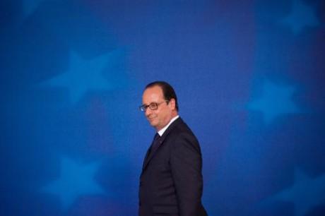 Hollande en Afrique pour lancer un nouveau dispositif militaire au Sahel