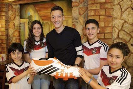 Le geste généreux d'Özil
