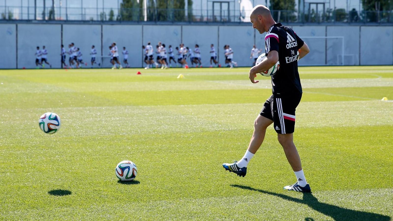 Les premiers pas de Zidane à la tête du Real Madrid Castilla en images