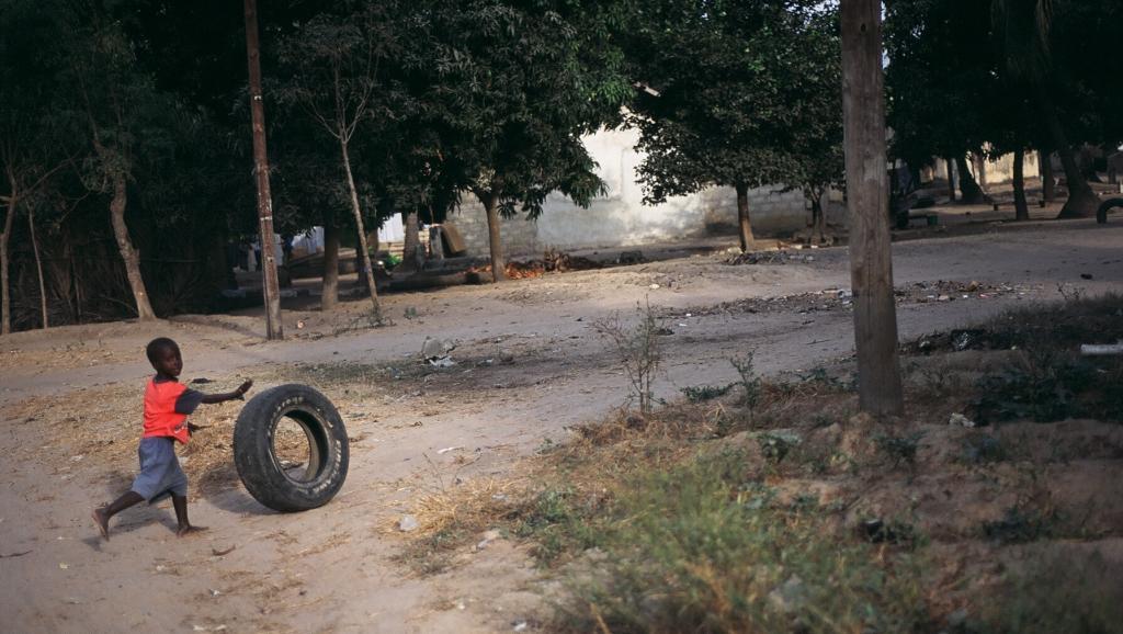 Un enfant dans les rues de Ziguinchor, au Sénégal. Stévan Bruno / Flickr