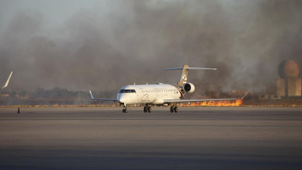 Les combats débutés, le 13 juillet 2014, se poursuivent à l'aéroport de Tripoli. Photo prise le 15 juillet 2014. REUTERS/Hani Amara