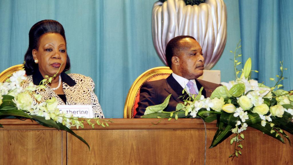 La présidente centrafricaine Catherine Samba Panza (g.) et son homologue congolais Denis Sassou Nguesso, à Brazzaville, le 21 juillet 2014.