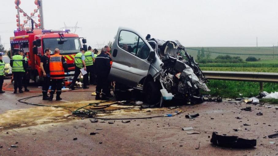 Six morts dont cinq enfants dans un accident entre un minibus et un camion près de Troyes