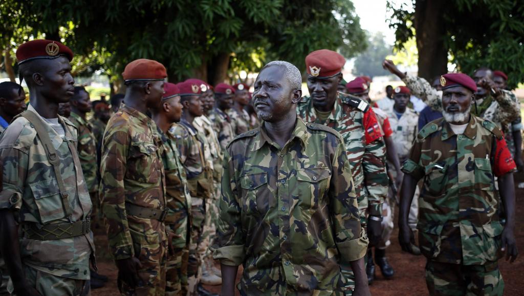 Mohamed Dhaffane (c.), ici à Bria le 9 avril 2014, est le signataire pour la Seleka de l'accord de Brazzaville. REUTERS/Goran Tomasevic