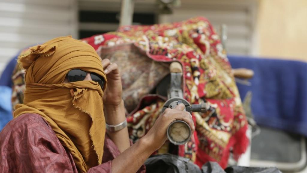 Un combattant du MNLA près d'une mitrailleuse, le 27 juillet 2013 à Kidal. AFP PHOTO / KENZO TRIBOUILLARD