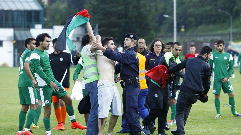 Des anti-israéliens interrompent un match de football, des joueurs agressés