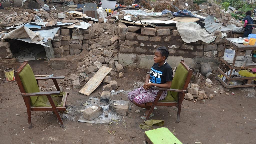 Certains ont quitté le cimetière de Kinsuka après la destruction de leur maison. D'autres restent, disant qu'ils n'ont nulle part où aller... RFI/Habibou Bangré