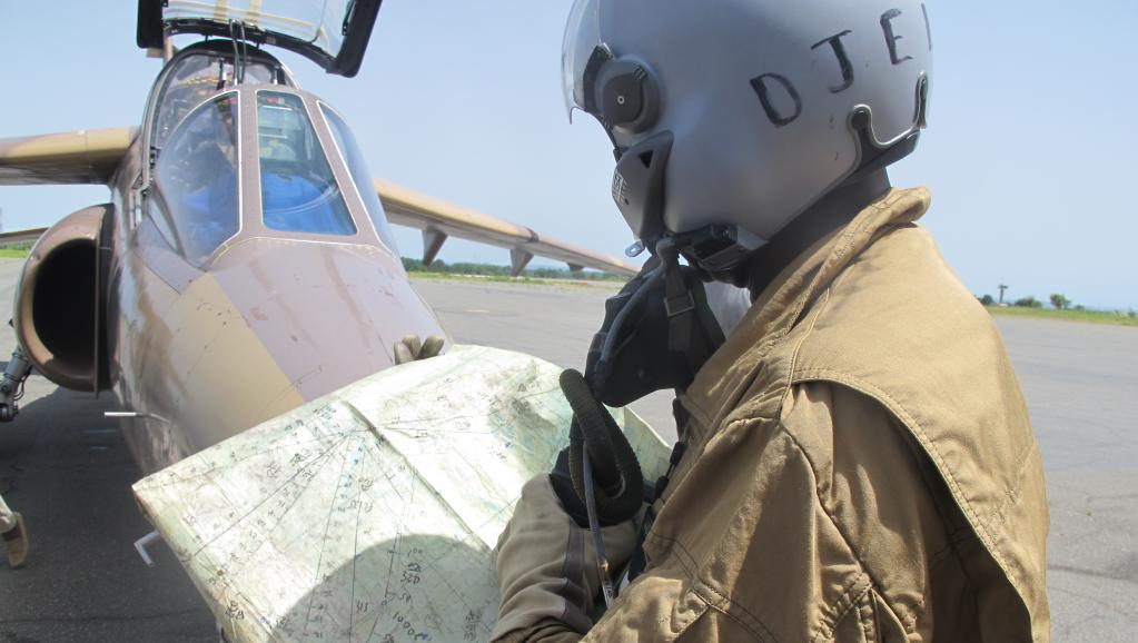 Un pilote militaire camerounais, sur la base de Garoua, le 18 juin dernier. L'implication de l'aviation dans la lutte contre Boko Haram au Cameroun va être renforcée.