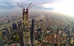La Shanghai Tower en construction le 4 août 2013 dans le quartier des affaires de la capitale économique chinoiseLa Shanghai Tower en construction le 4 août 2013 dans le quartier des affaires de la capitale économique chinoise
