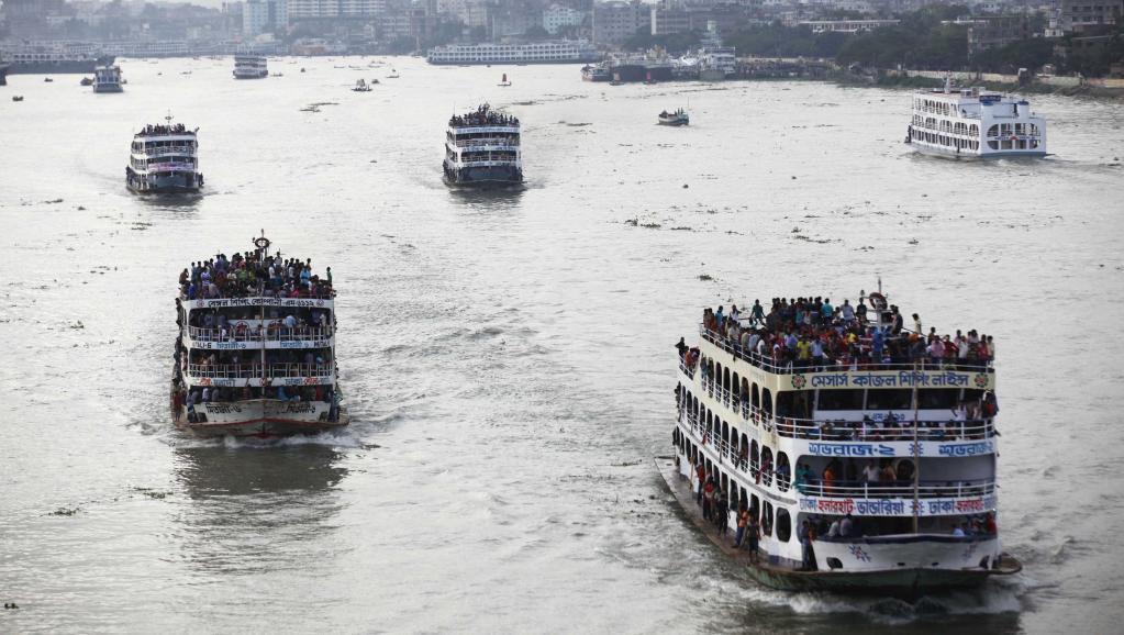 Bangladesh: un ferry coule avec près de 200 passagers à bord