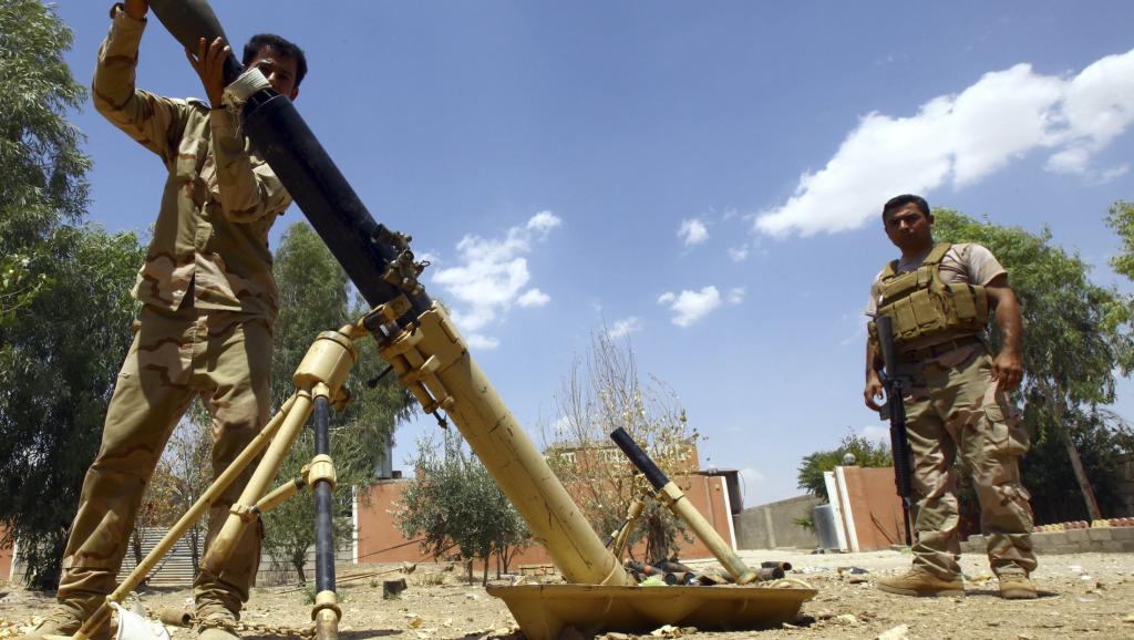 Des peshmergas, les combattants kurdes, lors de combats face aux jihadistes de l'Etat islmaique, près de Makhmour, le 6 août. REUTERS/Stringer