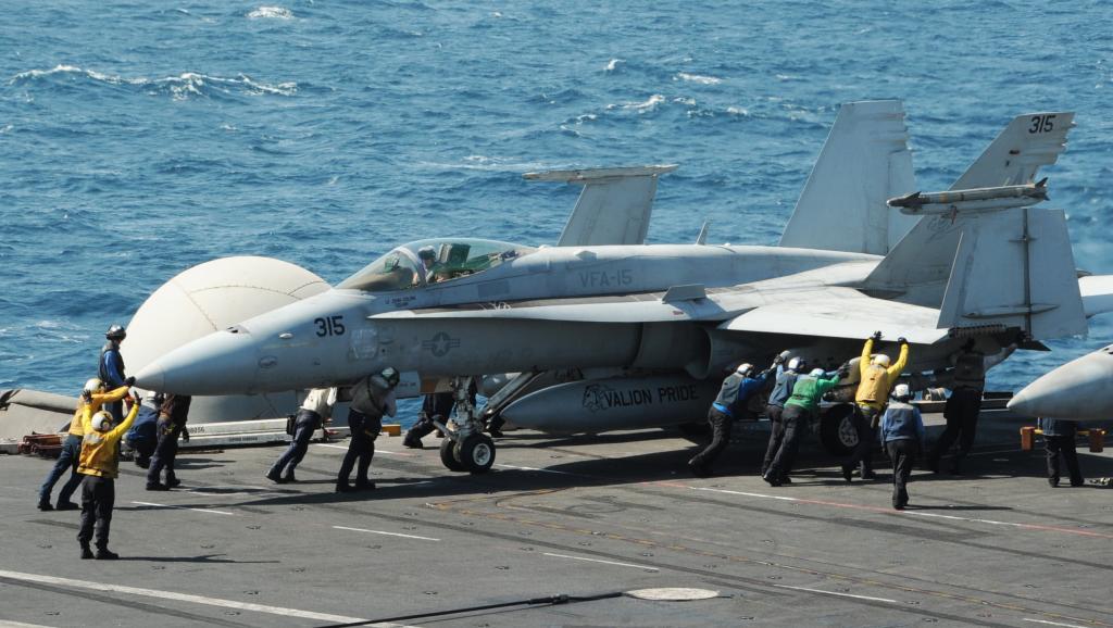 Un avion F/A-18 pris en photo sur le porte-avion George Bush le 8 août 2014. AFP PHOTO/US NAVY/Lorelei Vander Griend