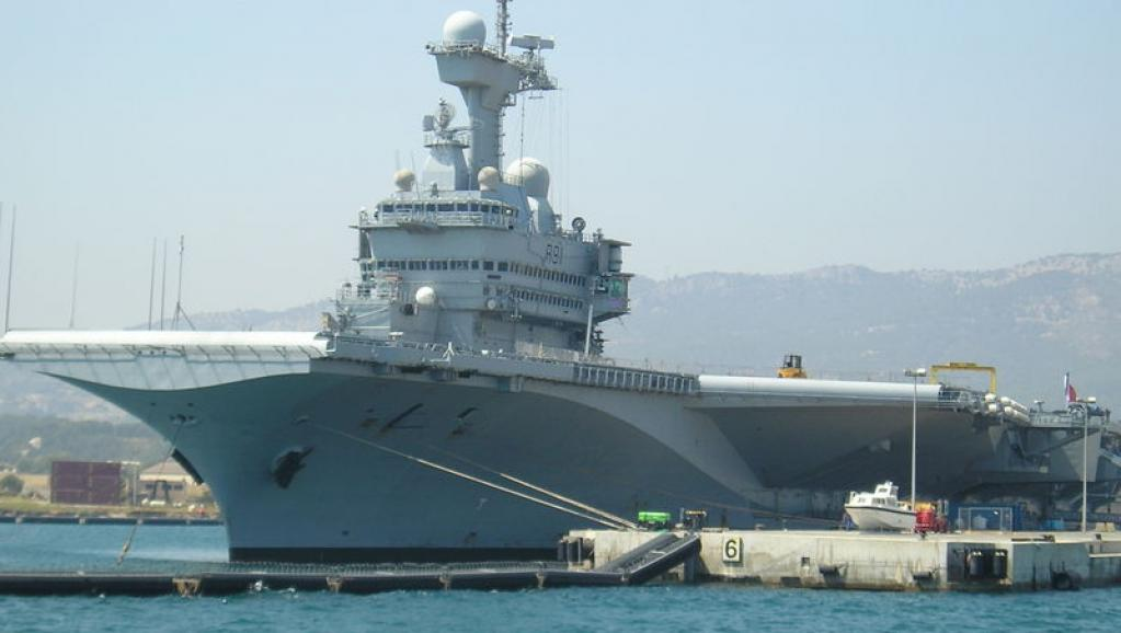 Les quinze chefs d'Etat africains et une quarantaine de vétérans participeront aux cérémonies sur le porte-avions nucléaire Charles-de-Gaulle, ici à Toulon. Yannick Auberger/wikimedia.org