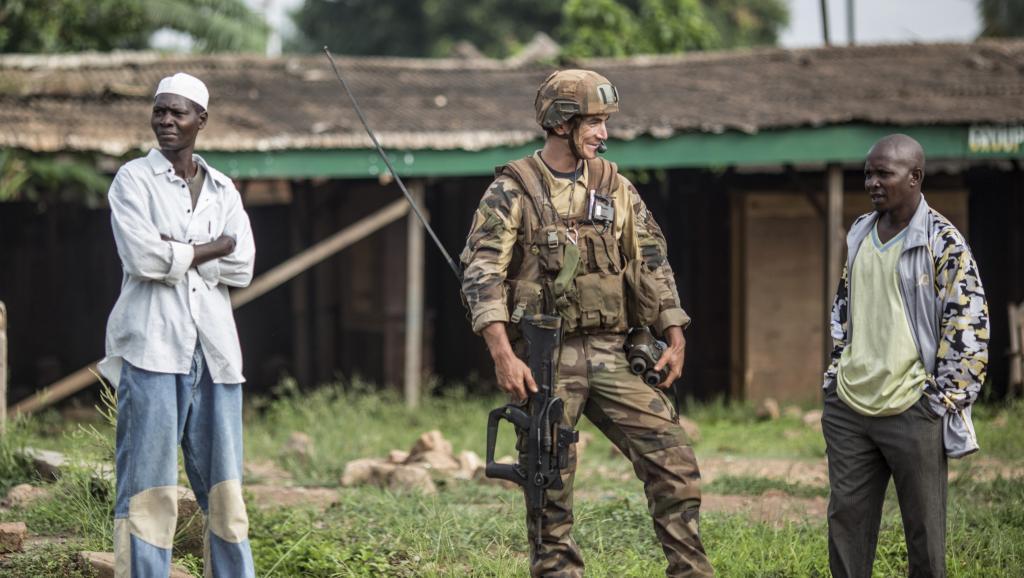 Soldat français de la force Sangaris dans le quartier musulman du PK5 de Bangui, le 31 mai 2014. AFP/Marco Longari