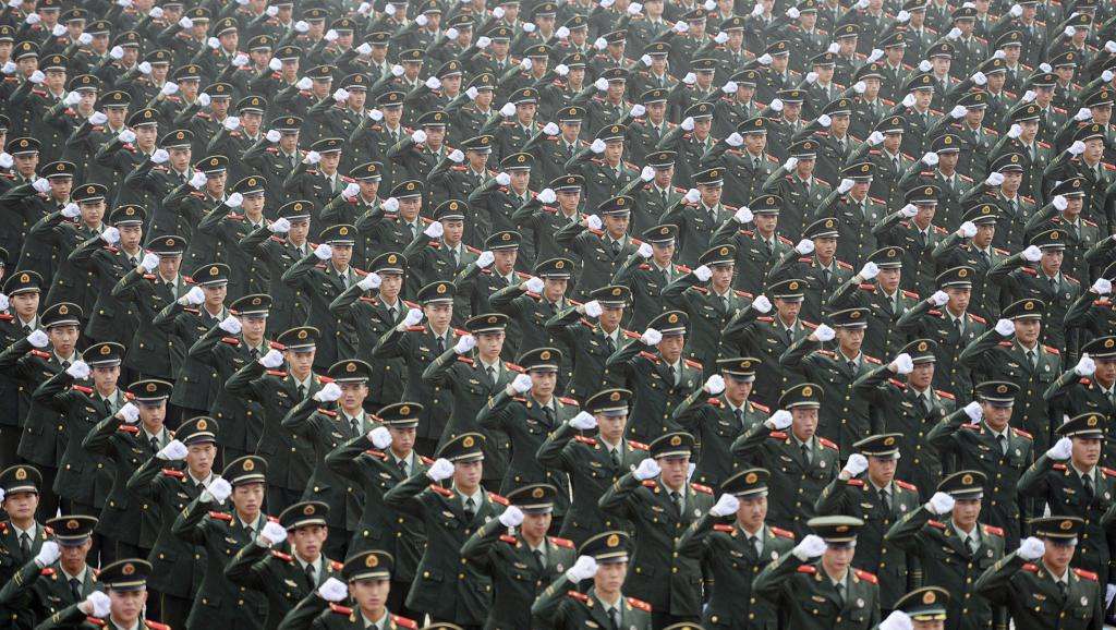 Parade militaire, le 30 juillet dernier, en pré-ouverture des Jeux olympiques des jeunes, qui s'ouvrent ce 16 août à Nankin, en Chine. REUTERS/China Daily