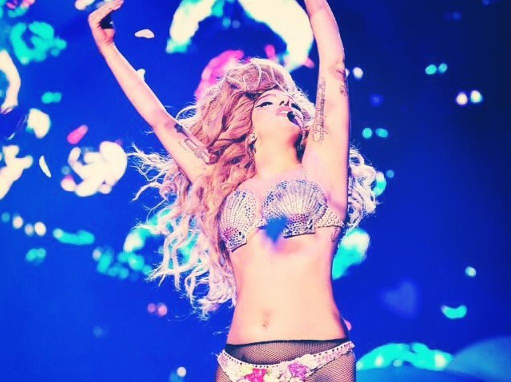 "Lady Gaga encourage ses fans  : ""Mangez,  les enfants """