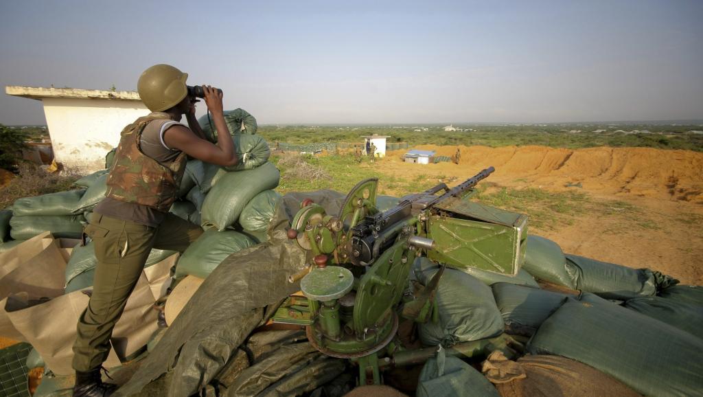 Des soldats burundais de la Mission de l'Union africaine en Somalie (AMISOM) en poste au nord de Mogadiscio, le 18 novembre 2011.