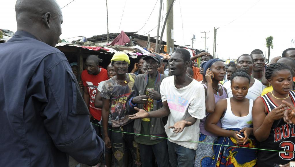 Ebola: les experts préconisent la réouverture des frontières
