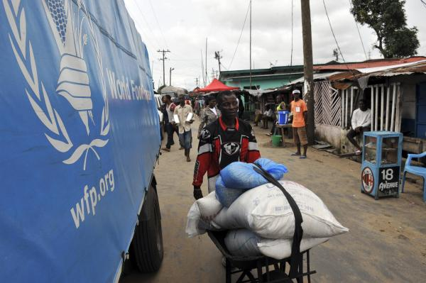 Ebola: des progrès sur le terrain, de nouveaux problèmes apparaissent