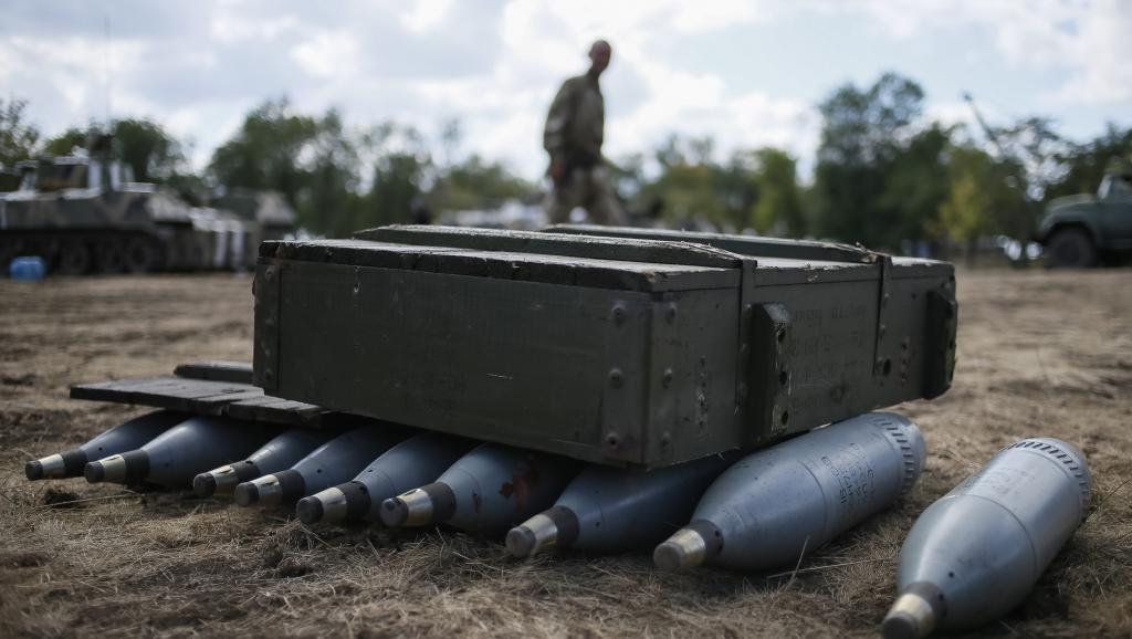 Obus disposés dans un camp militaire ukrainien non loin de Debaltseve, le 29 août. REUTERS/Gleb Garanich