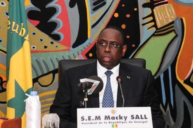 """Ebola : """"Tout est fait pour éviter de nouveaux cas"""", le président Sall"""