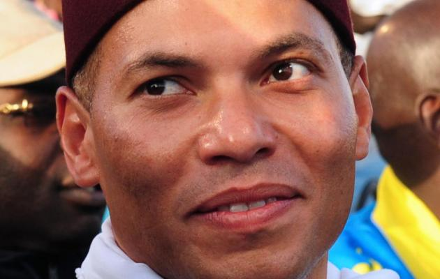 """Direct procès: """"Joyeux anniversaire"""" crient les militants à Karim"""