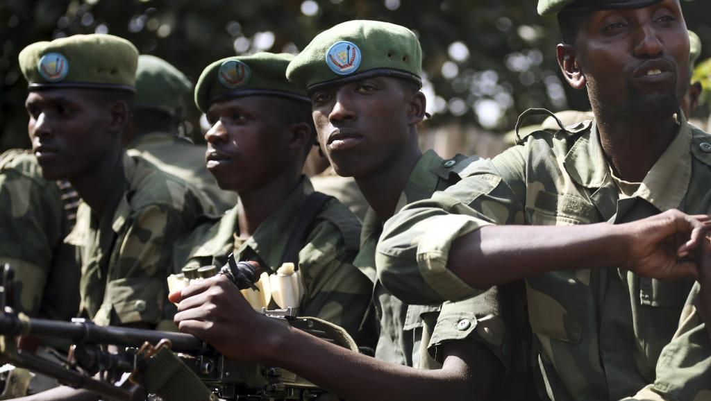 Des soldats des FARDC en poste à Minova, 45km à l'ouest de Goma, en 2012. REUTERS/Goran Tomasevic