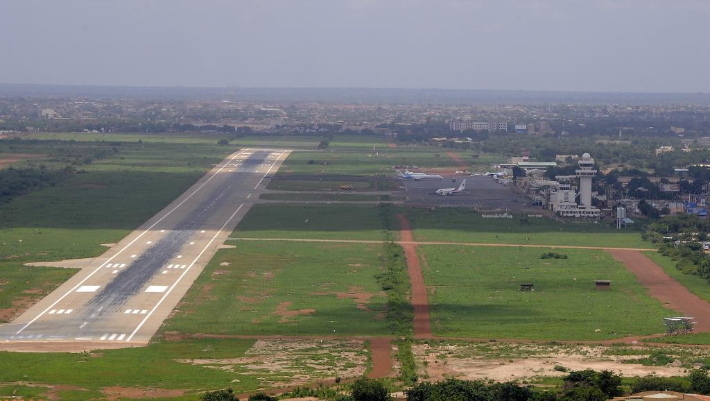 L'aéroport de Ouagadougou, photographié le 26 juillet 2014. AFP PHOTO/ SIA KAMBOU