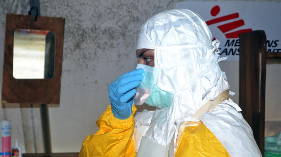 "Le monde est en train de ""perdre la bataille"" contre Ebola, s'alarme MSF"