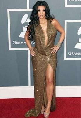 Kim Kardashian 'West', ultrasexy aux GQ Awards : Sacrée devant Kanye, admiratif