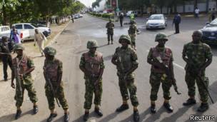Les observateurs indiquent que les soldats nigérians ne sont pas suffisamment équipés pour faire face à la puissance de feu du groupe islamiste.