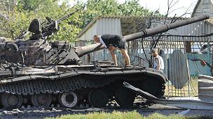 Les attaques ont repris dans la nuit de samedi à dimanche à Donestk et Marioupol.