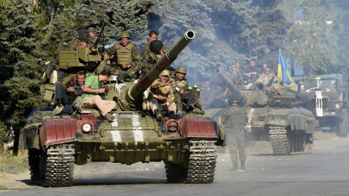 © Philippe Desmazes, AFP | Des blindés de l'armée ukrainienne près de Marioupol, le 5 septembre.